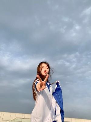 苏晓彤天台校服清纯照片