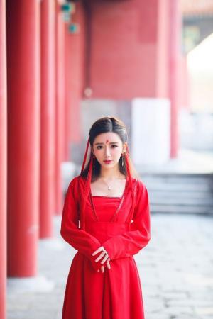 古典养眼美女十里红妆唯美写真图片