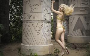 金发电臀尤物欧美模特性感比基尼写真图片
