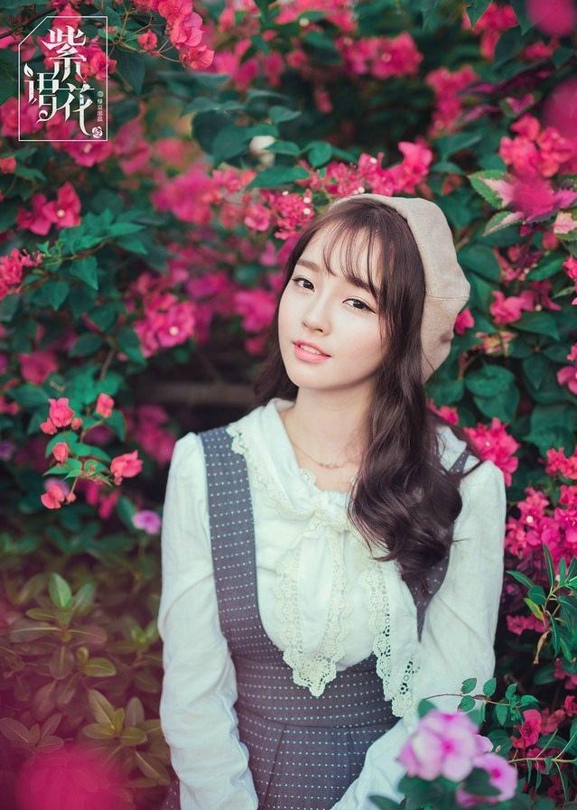 清新少女春季紫花物语甜美温馨时尚写真