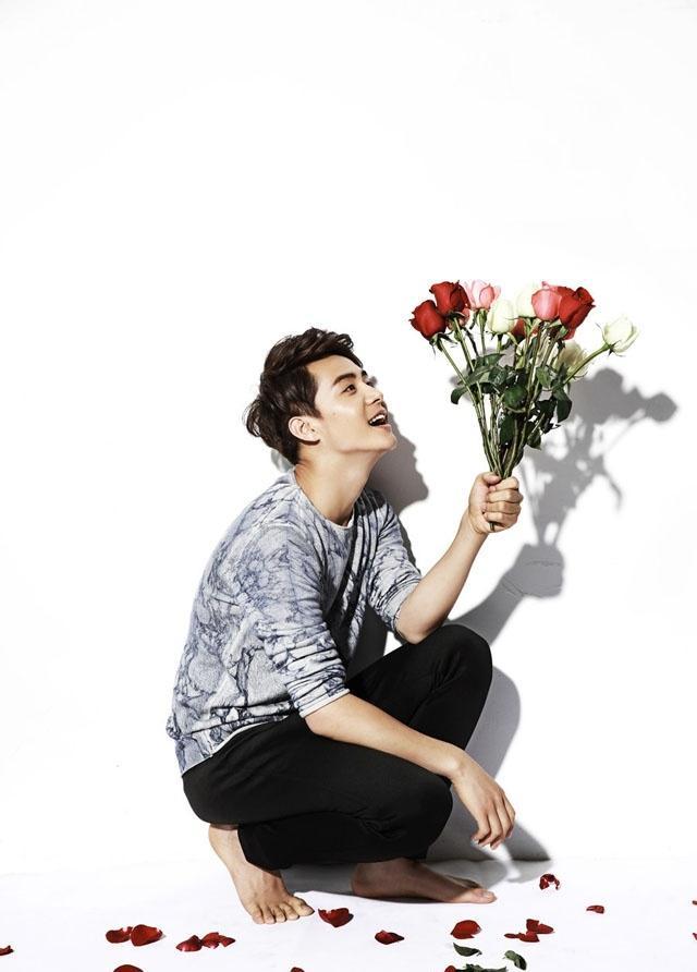 手捧鲜花的马天宇与你共度情人节