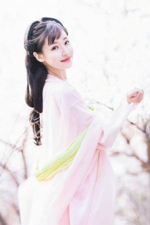 清纯甜美刘海古装养眼美女粉嫩迷人户外写真图片
