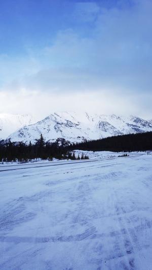 冬季唯美雪山雪景手机壁纸