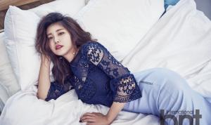 韩国女星全孝盛傲人上围蕾丝紧身裙撩人写真