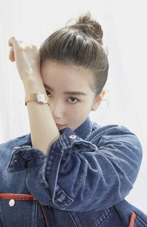 刘诗诗甜美丸子头活动写真图片