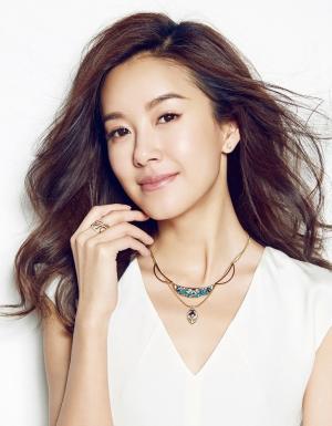 张子萱时尚杂志封面写真图片