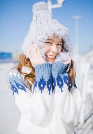 白雪皑皑雪景美女美丽动人户外照