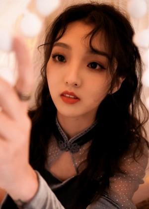强东玥万圣节装扮妩媚时尚写真图片