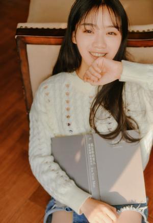 齐刘海漂亮卧蚕美女暖暖写真