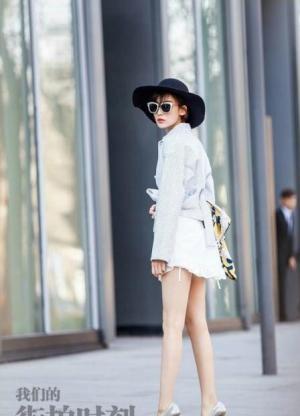 肤白貌美古力娜扎时尚笔直大长腿街拍美丽动人