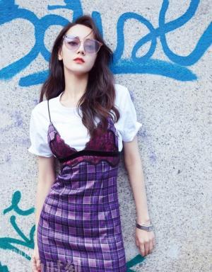 迪丽热巴最新街拍图片高腰裙展现婀娜身姿韵味十足