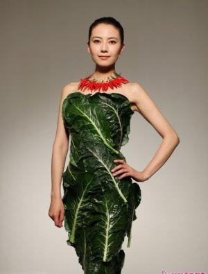 高圆圆变身蔬菜女王 另类穿着照样优美