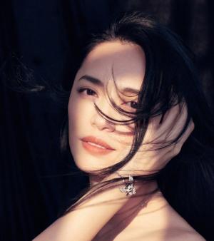 姚晨唯美红秀杂志封面图片