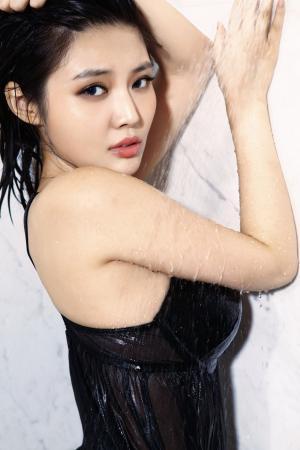 女星徐冬冬眼神妩媚双胸挺拔性感诱人写真