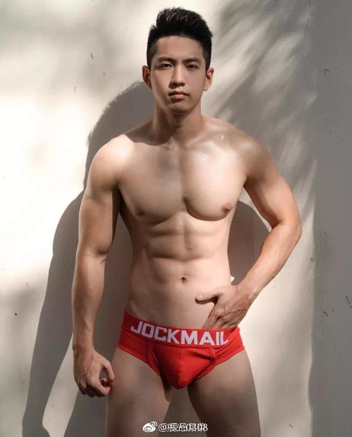肌肉帅哥照片胸器欣赏、大胸肌帅哥图片