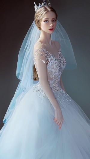 穿着白纱裙的公主殿下