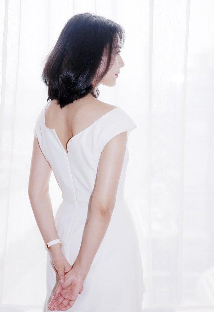 高圆圆白裙素雅清新写真