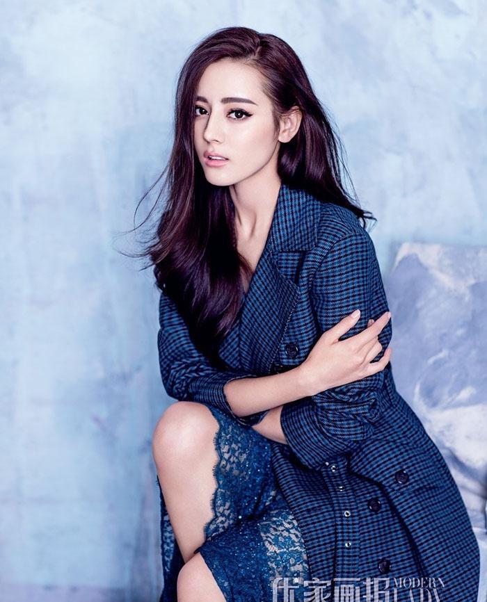 迪丽热巴唯美封面大片优雅性感活力时尚十足